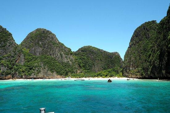 Wanderlustbee backpacking Thailand stop three Koh phi phi