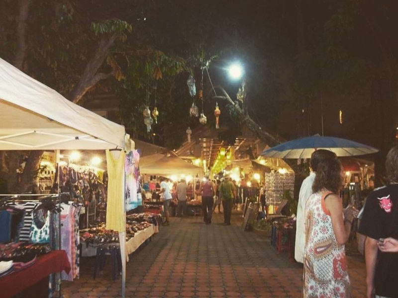 wanderlust bee Chiang Mai night market