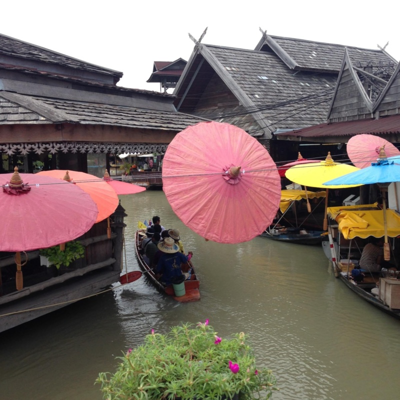 wanderlust bee floating market pattaya