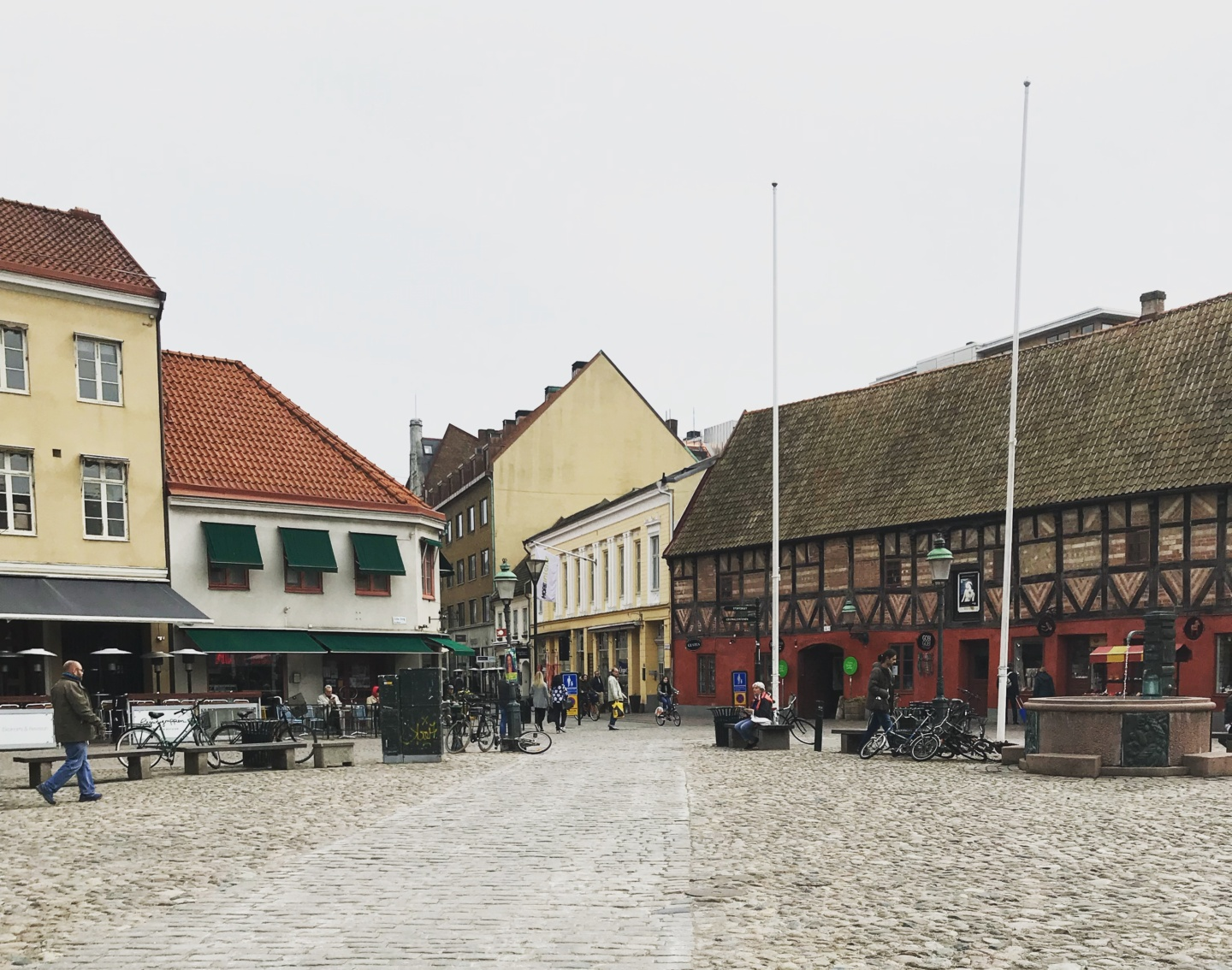 Wanderlust bee - Daytripping to Lund, Sweden