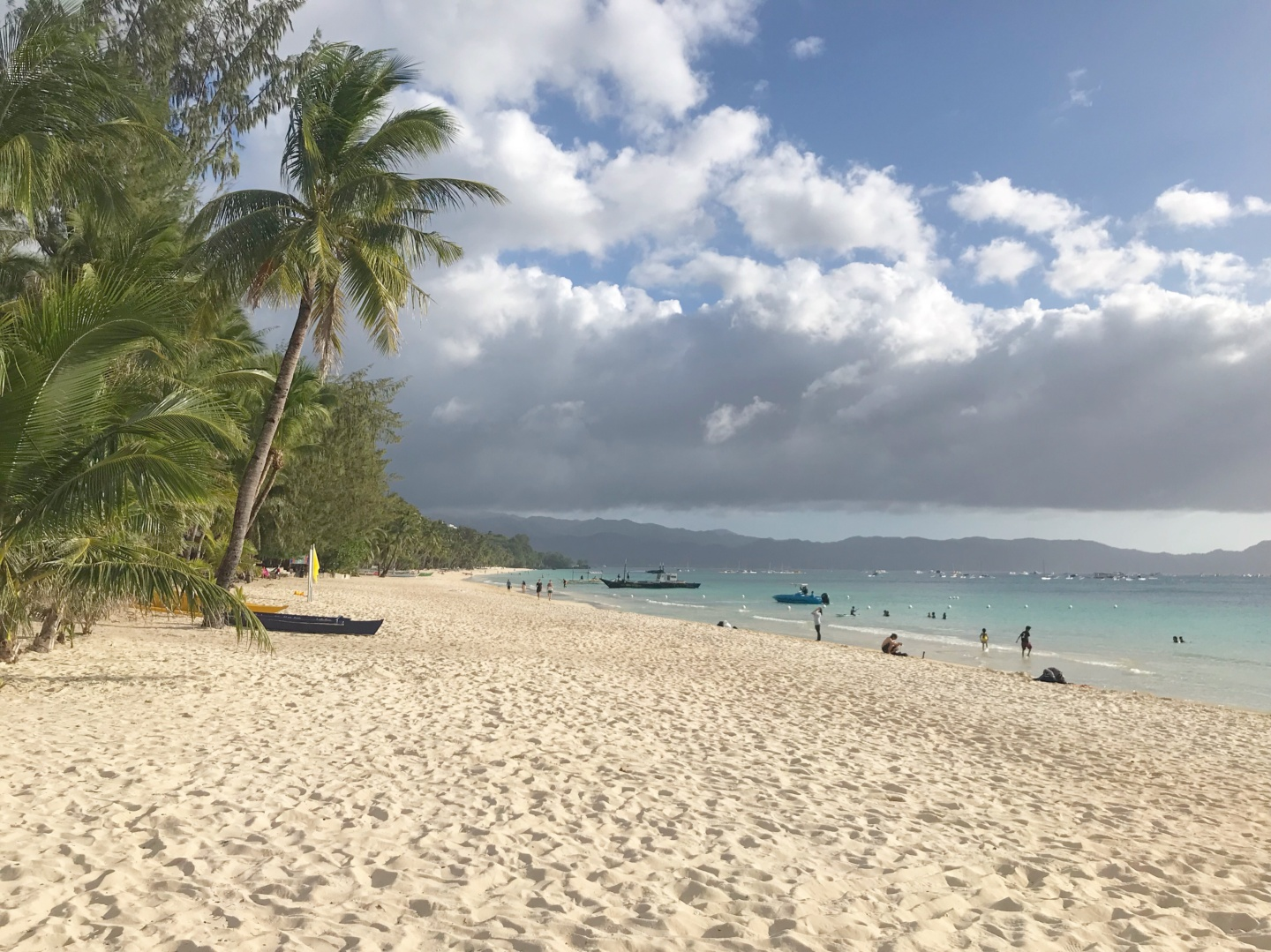 WanderlustBee - Three days in Boracay, Philippines